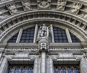 Close up of the door to the Victoria and Albert museum