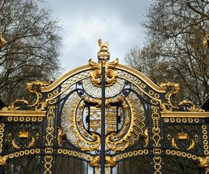 Close up of the gates of Buckingham Palace