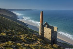 Preserved ruins of an 18th cenetury engine house and chimney, Wheal Coates, a former tin mine on the cliff tops between Porthtowan and St Agnes on the North Cornish coastline.